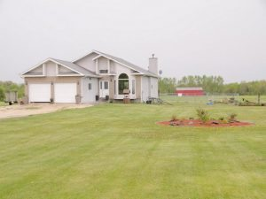 Spacious 3+2 Bdrm Bungalow w/RecRm or In-Law Suite on 3 Acres!