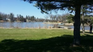River View Cottage with Garage on .36 Acre Lot!  Just 35 min. from Wpg!