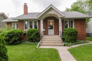Diamond in the Rough 2 Bdrm + Den Bungalow in desirable Deer Lodge!
