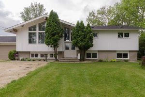Updated West St Paul 3 + 2 Bdrm Bi-level w/Gorgeous Kitchen & Baths, Double Garage on Acreage !