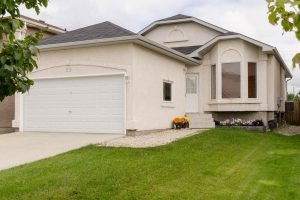 Spacious 3 Bdrm Bungalow with Attached Dbl Garage in Mission Gardens!