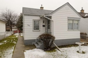 West Kildonan – Great Investment Property or 2 Bdrm Starter Bungalow with Garage in Nice Area!