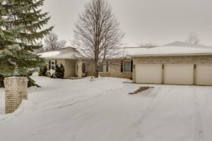 East St Paul Classic! Spacious 3+2 Bdrm Bungalow with 3.5 Baths, full Rec Rm & Triple Garage on huge Lot!