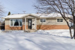 Selkirk, MB – Beautiful 3 Bdrm Bungalow featuring 2.5 Baths, Full Rec Rm and O/S Dbl Garage!
