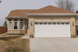 Southdale – Immaculate 3 Bed, 3 Bath Bungalow, Features Finished Bsmnt + Attached Dbl Garage!