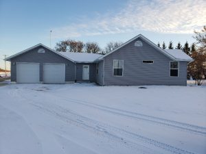 New Look Rural Bungalow with Over-Sized Attached Garage just 15 min. from Perimeter in Warren,MB!