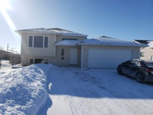 Fine Family 2+3 Bdrm Bi-level w/Dbl Garage in Ste Anne, MB!