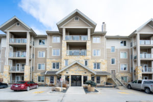Immaculate 1 Bdrm Condo with Heated Indoor Parking in River Park South!