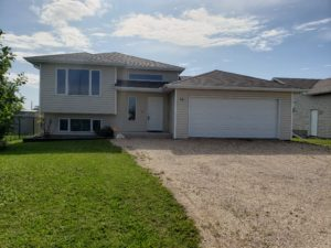 Ste Anne, MB! 2007, 5 Bdrm Family Bi-level with Finished Bsmnt & Attached Dbl Garage in Newer Development