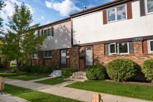 Crestview! Wonderful 3Bd 1.5 Bath Townhouse Condo with Upgrades in Stradford Terrace!