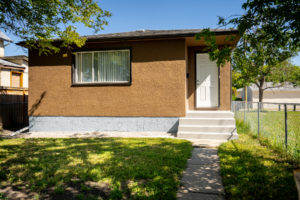 Value in East Kildonan!-Excellent Investment-Total Reno-3BD BUNGALOW w/Garage + Park & Playground Next Door!