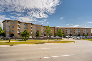 PRICED TO SELL CONDO @KEEWATIN ESTATES-2BD Condo-HARDWOOD FLRS-MAPLE KITCHEN!