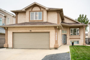 Amber Trails! Brilliant 4 BD 3 Bath BiLevel Cabover – O/S Double Garage – Large Lot – Great Location!