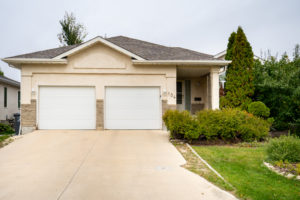 Starts Wednesday! ROYALWOOD – Spacious 2+2 BD Bungalow Features Finished Rec Room and 24 x 24 Garage!